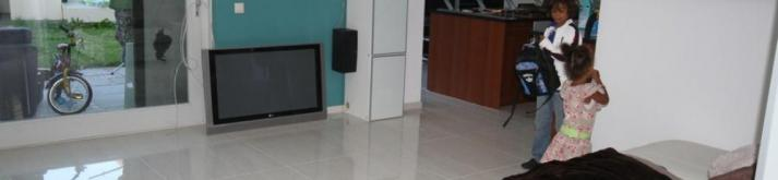 Gepolijst vloertegels - Gepolijst Vloertegel 80x80 bella nuowa, Deze mooie oogstrelende gepolijste vloertegel 80x80 geeft rust in huis door het leggen van minder voegen,het straalt charme uit.