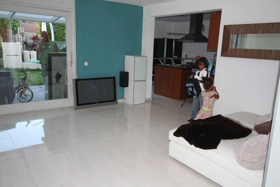 Gepolijst vloertegels - gepolijsttegelsnlklanten7-kopie, Gepolijst vloertegel.80x80 geeft rust aan uw omgeving in huis.